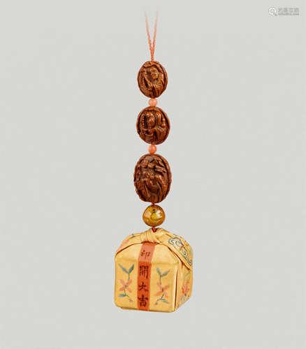 核雕罗汉锦囊挂饰