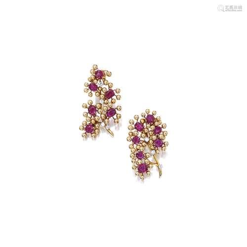 红宝石配钻石「花」胸针 卡地亚(Cartier) (一对)