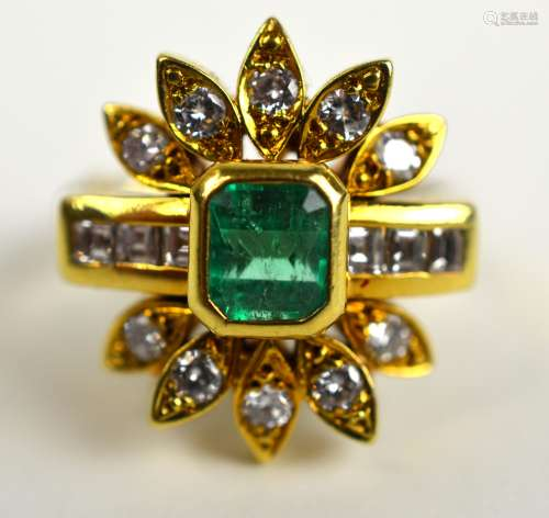 18K Yellow Gold Ring with Emerald & Diamonds