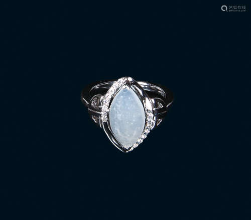 天然冰种翡翠蛋面式戒指(A货)
