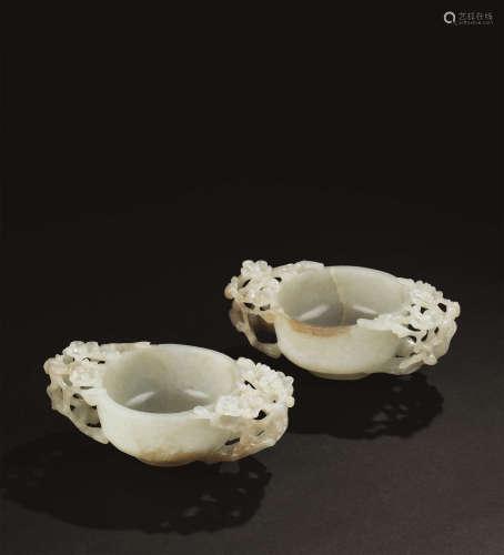 清代(1644-1911) 青玉人物山水纹双梅花耳杯 (一对)
