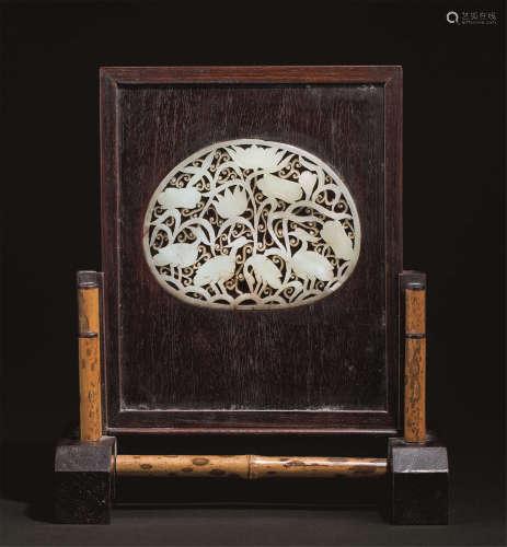 清代(1644-1911) 嵌白玉荷塘丝鹭纹砚屏