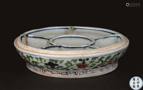 明万历(1573-1619) 五彩缠枝莲纹调色盘