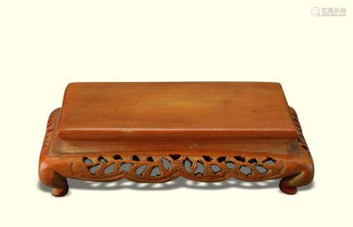 清代(1644-1911) 黄杨木镂雕花卉纹长方小台