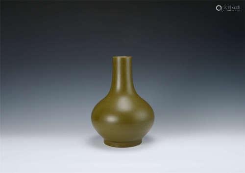 清代 茶葉末釉荸荠瓶