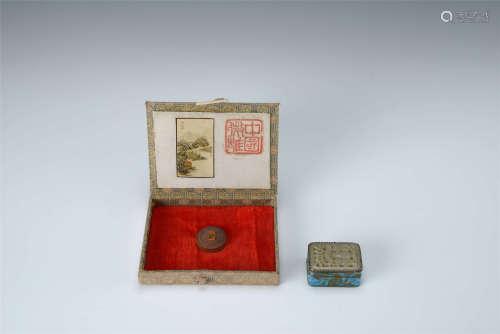 微雕山水擺件 銀燒藍嵌玉小香盒 二件 帶盒