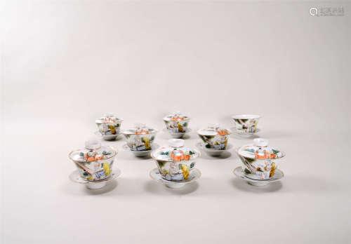 粉彩人物紋蓋碗八件一組 帶無蓋木盒