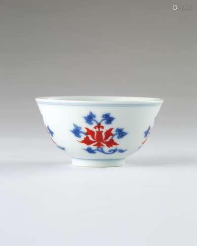 清雍正 青花矾红莲纹茶钟