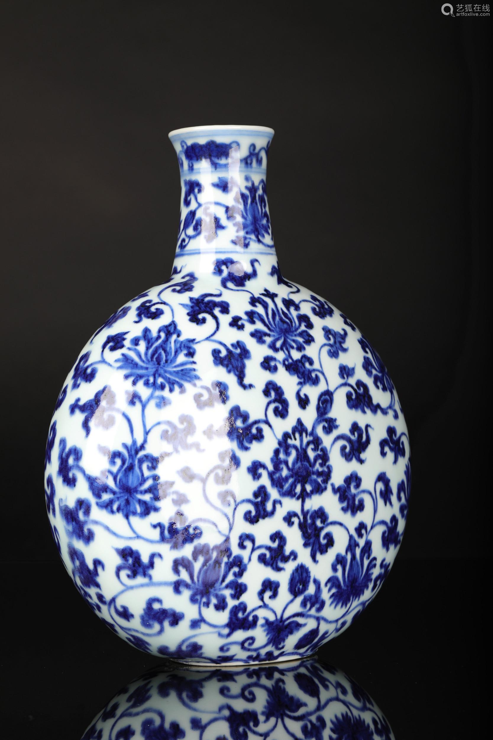 清 青花抱月瓶