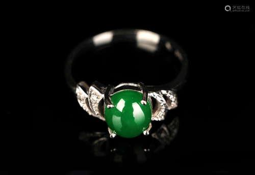 G18k白金镶翡翠冰种绿蛋面戒指