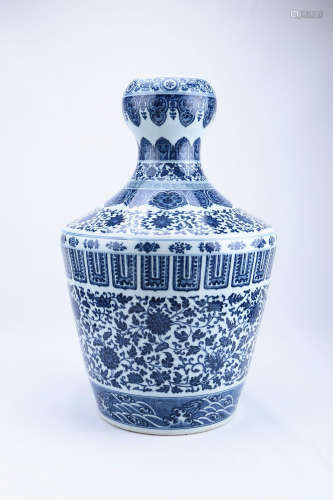 A Chinese Blue and White Porcelain Garlic-Head Vase