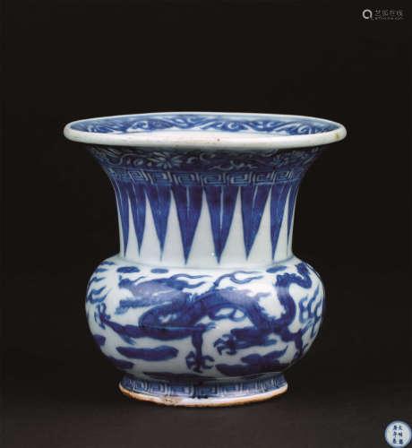 明代(1368-1644) 青花双龙纹渣斗