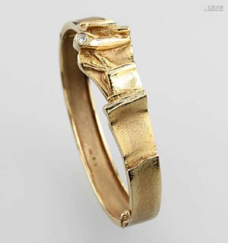 14 kt gold bangle with brilliant