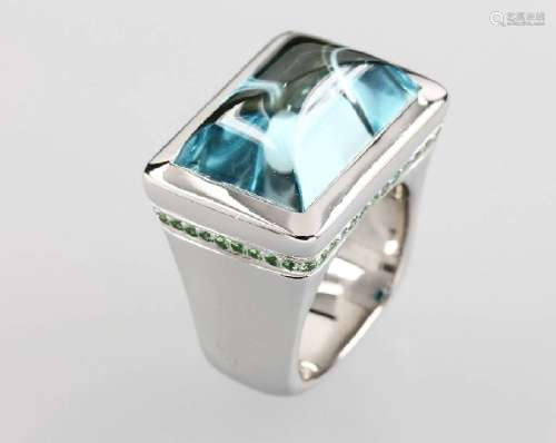 18 kt gold ring with topaz and tsavorites