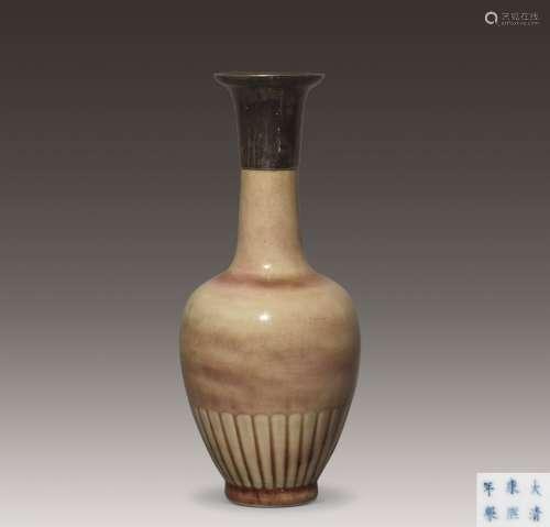 清康熙 豇豆红釉菊瓣瓶