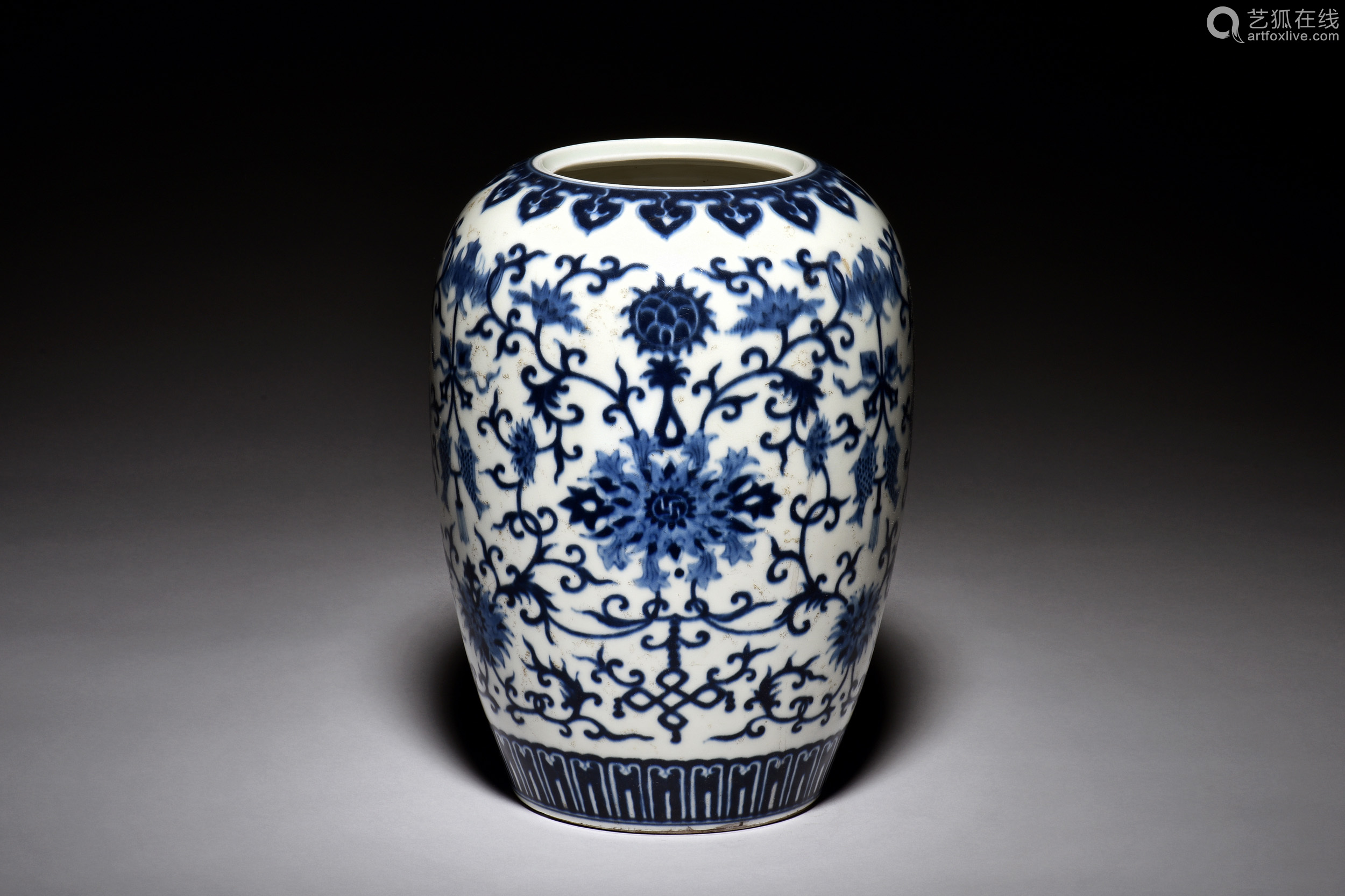 BLUE AND WHITE 'PEONY FLOWERS' JAR