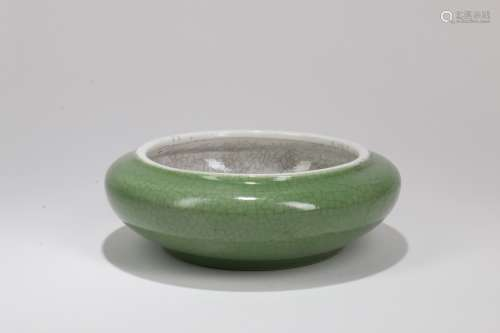 A Chinese Green Glazed Porcelain Water Pot