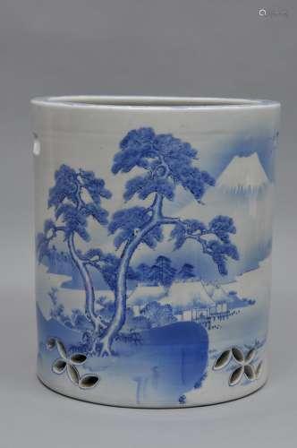 Porcelain brazier. Japan. Meiji period. (1868-1912).