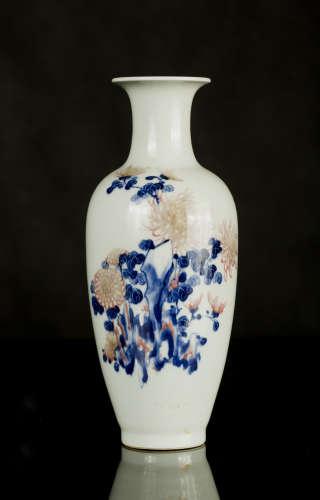 青花釉里红菊纹瓶