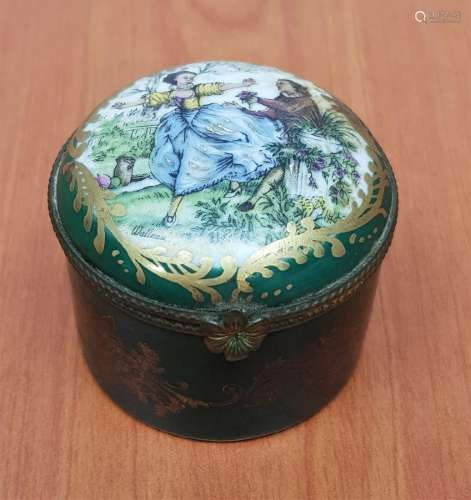 WATTEAU FRANCE PORCELAIN PILL BOX