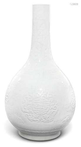 清雍正   白釉福寿双全纹长颈瓶