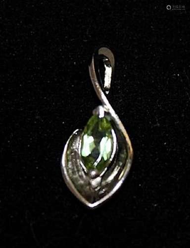 Fine Peridot Silver Pendant (23P)