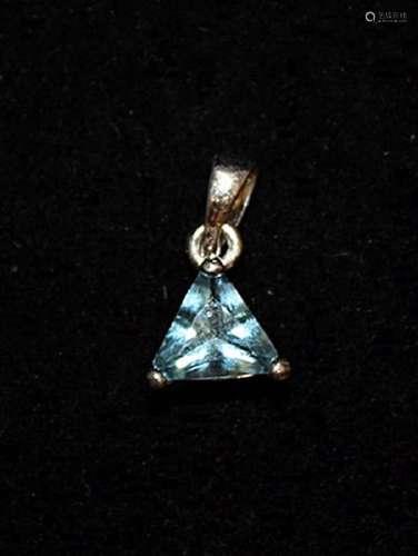 Exquisite Blue Topaz Silver Pendant (45P)