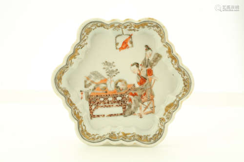 A CHINESE HEXAGONAL FOLIATE RIM DISH. Qing Dynasty, Yongzheng era. Decorated with a lady looking