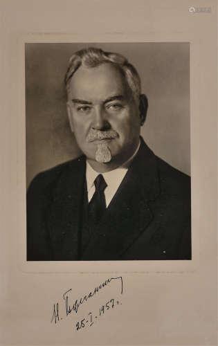 布尔加宁(1895~1975) 1957年作 布尔加宁亲笔签名银盐标准像
