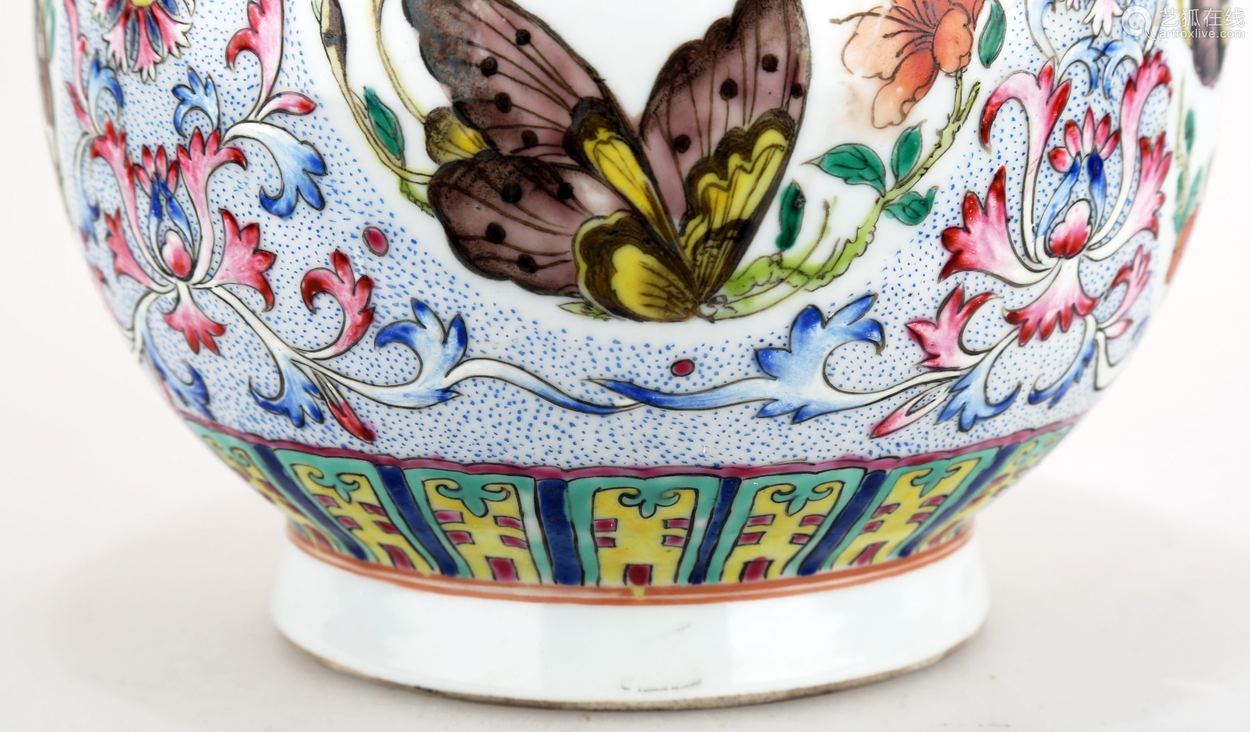 A FAMILLE ROSE PORCELAIN VASE WITH BAT HANDLES AND BUTTERFLY DECORATION.C277.