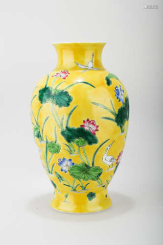 A JAUNE GROUND PORCELAIN WINE EWER WITH FLORAL AND POMEGRANATE DECORATION.C215.THE BASE MARKED WITH MING DYNASTY ZHENG DE NIAN ZHI BLUE FOUR-CHARACTER.C215.