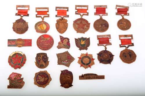 (20)  A SET OF TWENTY KOREAN WAR MEDALLIONS ISSUED BY THE GOVERNMENT OF CHINA IN 1950S.J073.