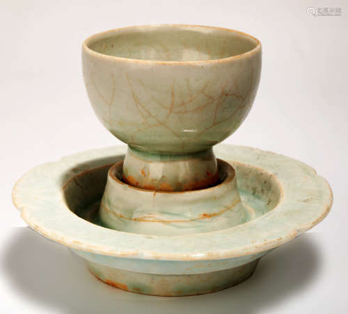 A YINGQING GLAZED CUP AND THE BASE.C016
