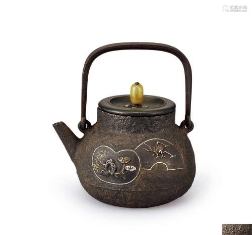 金寿堂造 金银象嵌虫灵芝纹铁壶