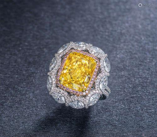 艳橙如火,极其罕有, 18K白金及玫瑰金镶嵌重约6.29克拉枕形切割天然艳彩橙黄色钻石配钻石戒指,净度为VS1