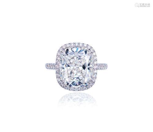 18K白金镶嵌重约8.05克拉枕形切割天然H色钻石配钻石戒指,净度为VVS2