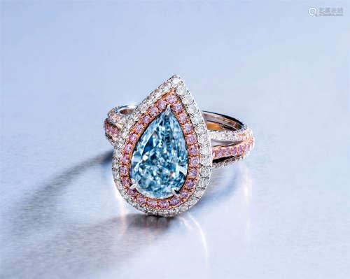 18K白金及玫瑰金镶嵌重约2.64克拉梨形切割天然浅蓝色钻石配粉色及白色钻石戒指,主石净度为VS2