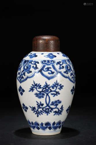 青花花卉罐