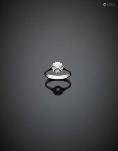 White gold ct. 0.35 circa diamond solitaire ring, g 3.30 size 16/56.