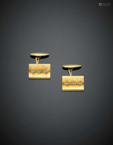Yellow chiselled gold diamond cufflinks g 8.90.