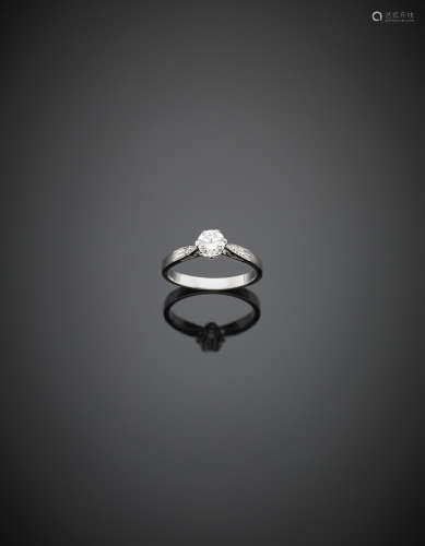 White gold ct. 0.50 circa diamond ring and two smaller diamonds on the stem, g 3.30 size 15/55.