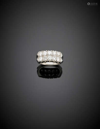 White gold two round diamond ring, in all ct. 2 circa, g 5.44 size 12/52.