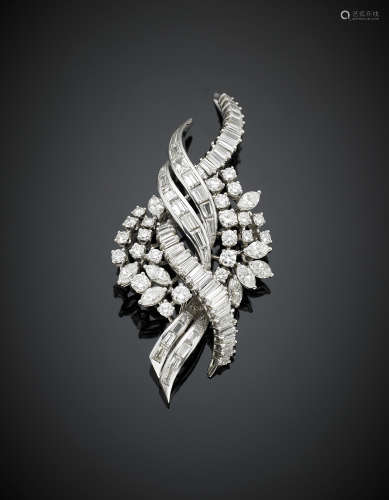 A round, marquise,baguette and tapered diamond platinum brooch, in all ct. 6 circa, g 22.00, length cm 6.80, h cm 3.2 circa.
