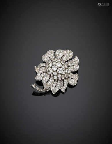 Platinum and white gold round and baguette diamond sunflower brooch, in all ct. 8.7 circa g 28.3, length cm 4.8 circa. Marked 8 IX6I99
