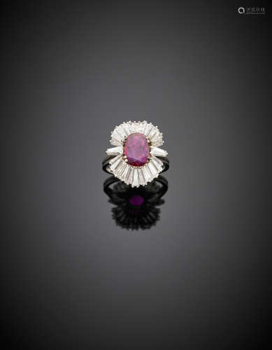 White gold ct. 1.10 circa ruby, tapered diamond ring, diamonds, in all ct. 1.80 circa, g 5.86 size 12/52.