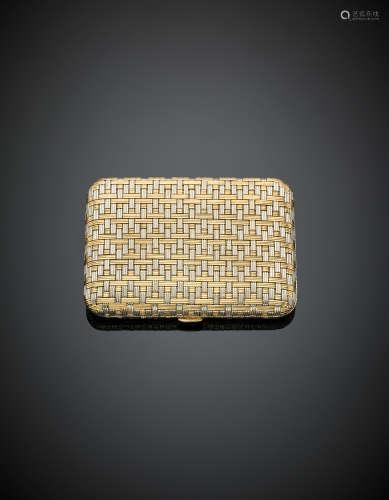 Bi-coloured gold interwoven powder compact with internal mirror, g 113.18, length cm 7.40, width cm 5.30 circa.