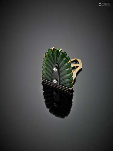CARTIER LONDONWhite and yellow gold palm tree carved nephrite brooch with black enamel and diamond details, g 10.30, h cm 2.80 circa.