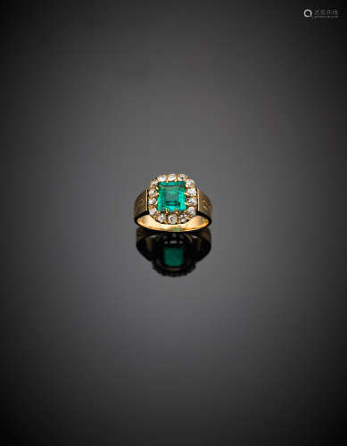 Yellow gold band ring with a ct. 1.70 circa rectangular emerald surrounded by diamonds, g 6.60 size 15/55.