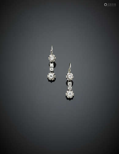 Platinum and white gold diamond pendant earrings, in all ct.1,30 circa, g 5.70, length cm 3.00 circa.