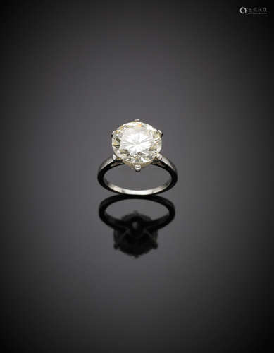 White gold round brilliant cut ct. 5.19 diamond solitaire ring, g.5.63 size 10/50.Appended diamond report CISGEM n. 7585IAAB 3/10/2017, Milano